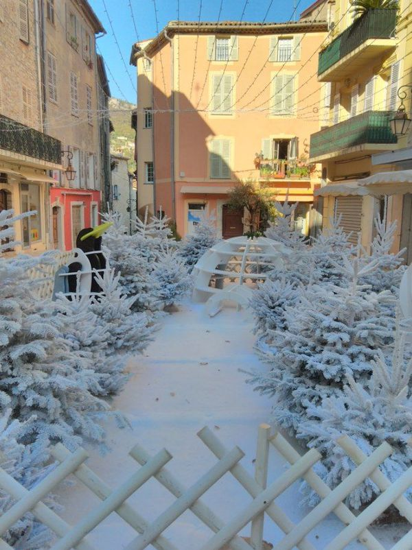 Douze chalets seront installés à travers la ville pour permettre aux Vençois de faire leurs achats de Noël en soutenant les commerces locaux.