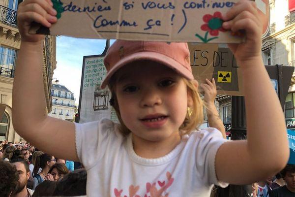 Une enfant lors de la Marche pour le climat à Paris.