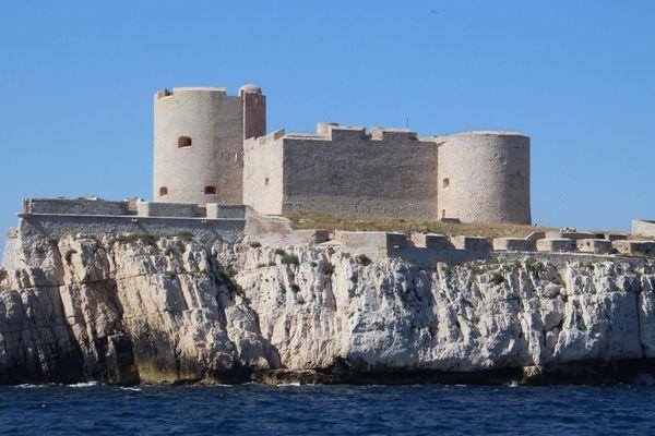 """L'emblématique château d'If au large de Marseille, rendu célèbre grâce au roman d'Alexandre Dumas, """"Le Comte de Monte-Cristo""""."""