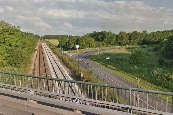 La voie du Paris-Granville près de Nonancourt (Eure)