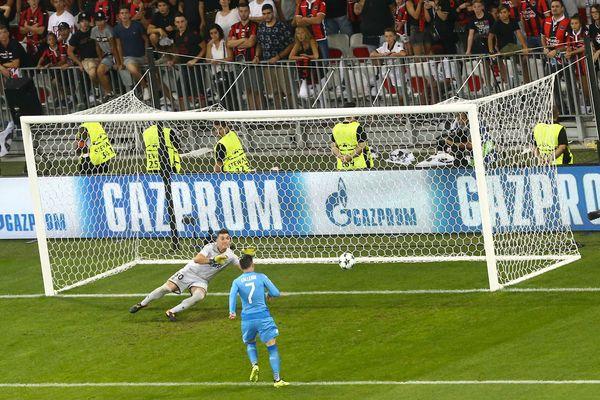 Match de barrage retour de la Ligue des Champions entre Nice et SCC Naples : but de Callejon pour Naples