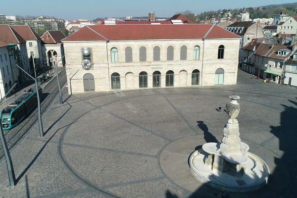 La place de la Révolution devait accueillir les visiteurs pour son festival.