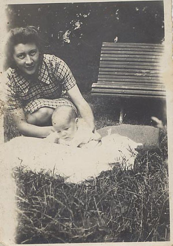 Christiane Lauthelier, encore nourisson. Sa mère, Marcelle Bastien, a été déportée au camp de Ravensbrück.