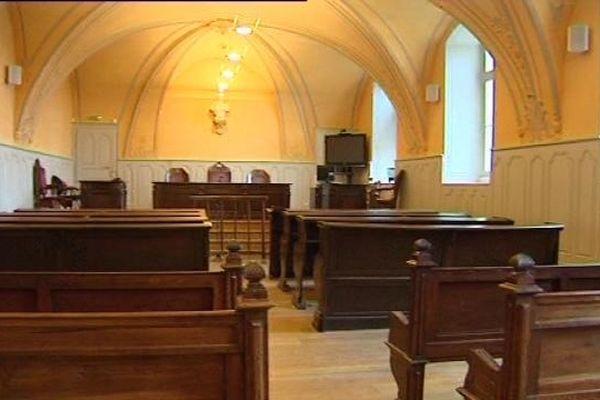 Une salle d'audience du tribunal de Dole
