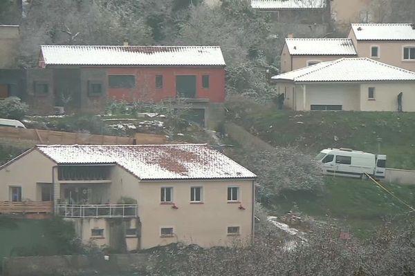 Des investigations sont en cours dans un périmètre très large autour de la maison de Delphine Jubillar.