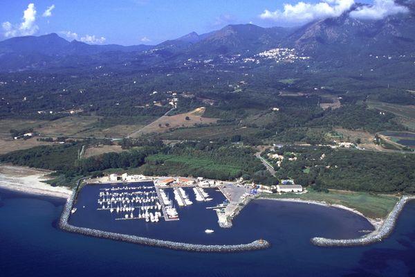 Le port de Taverna, à Santa-Maria-Poggio