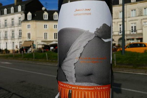 Des affiches apposées dans les rues de Vannes pour alerter sur le viol conjugal