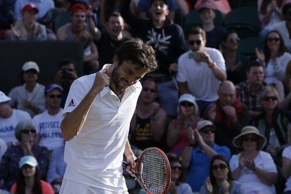 """""""J'ai des chances de faire encore mieux"""", a prévenu lundi le Français Gilles Simon, après s'être qualifié pour les quarts de finale de Wimbledon,"""