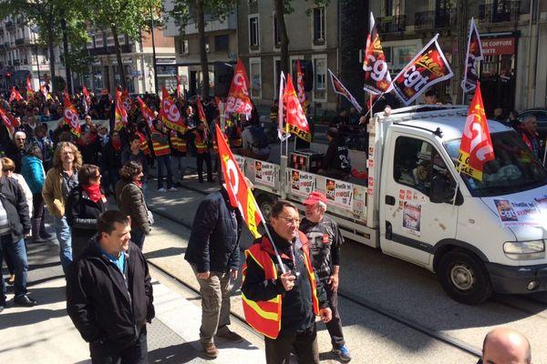 Après un départ Gare de Grenoble, les manifestants se sont dirigés Cours Jean Jaurès après un passage par l'avenue Félix Viallet.