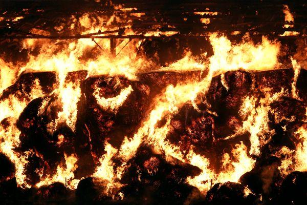 Le stock de paille et de foin a entièrement brulé.