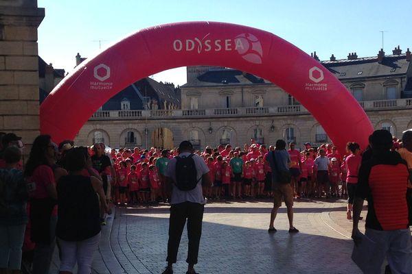 6 000 partricipants se sont élancés de la place de la Libération pour lutter contre le cancer du sein, ce 23 juin.
