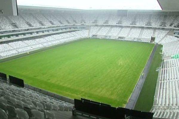 Le stade de Bordeaux semble fini de l'extérieur mais il reste quatre mois pour les finition.