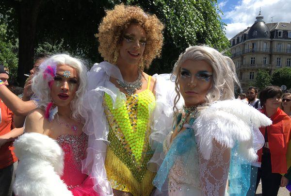Zvana, Victoria et Carmen pour la marche de visibilités de Strasbourg