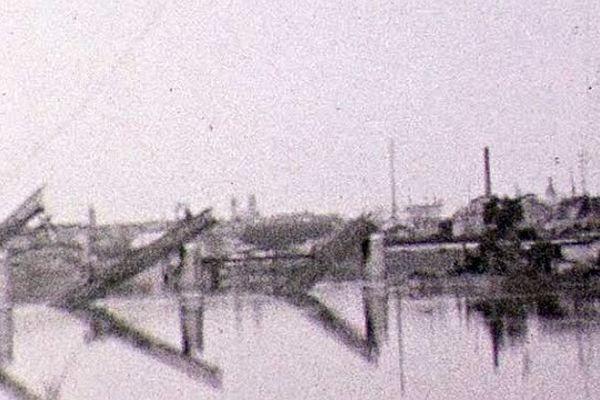 Ici, le pont des Dombes dynamité le 28 août 1944.