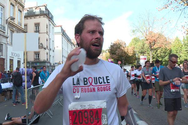 """Jérémy Chalon au terme de son défi sportif à Lyon. Il a terminé la Boucle du Ruban rouge"""" par le semi-marathon du Run In Lyon - 6/10/19"""