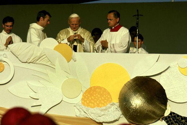 Le pape Jean-Paul II, lors de la messe de béatification du père Chevrier, fondateur du Prado, à Eurexpo, le 4 octobre 1986.