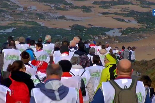 150 bénévoles ont nettoyé la plage à Olonne-sur-Mer à l'occasion de la grande marée