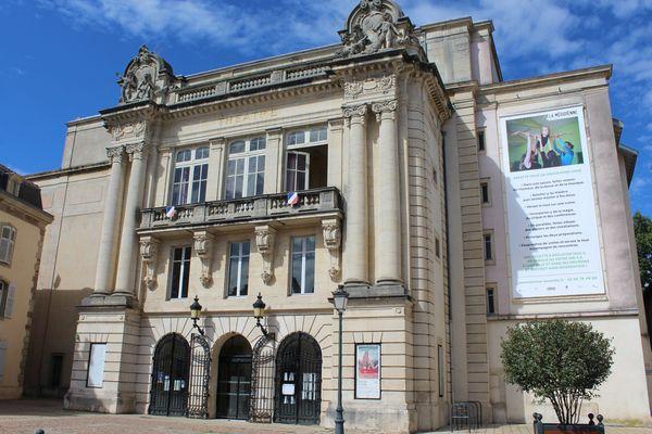 Le théâtre de Lunéville - La Méridienne depuis la rue de Lorraine.