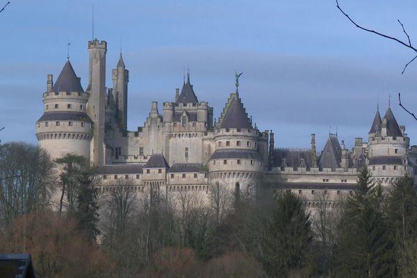 Imaginé par l'architecte Eugène Viollet-le-Duc, le château de Pierrefonds dans l'Oise est caractéristique du style troubadour du XIXe siècle, très en vogue au Second Empire.