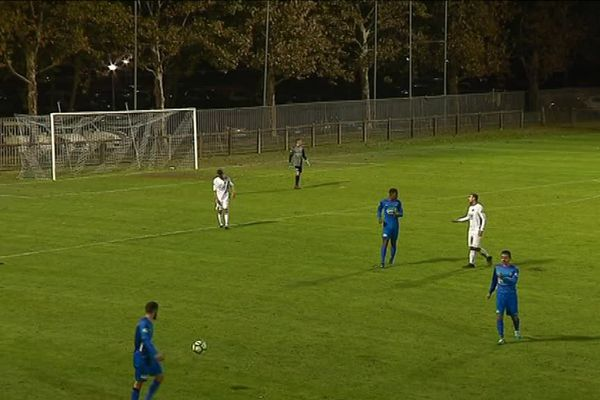 En 6ème tour de la Coupe de France de football, Angoulême s'est logiquement imposé face à Poitiers, 3 buts à 0.