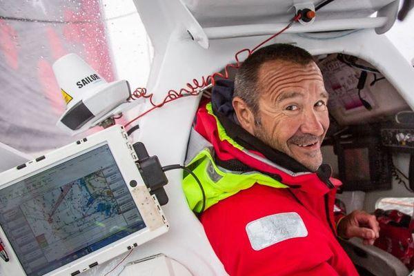 Lalou Roucayrol sain et sauf à bord d'Olmix, le trimaran de Pierre Antoine qui l'a secouru ce matin, deux jours après le chavirage de Team Arkema