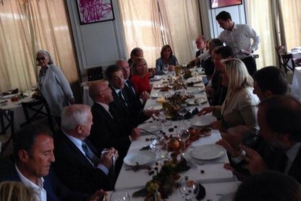 Déjeuner à Nice le 27 septembre. Photo diffusée par Christian Estrosi via son compte twitter. Lionnel Luca est au bout de la table.