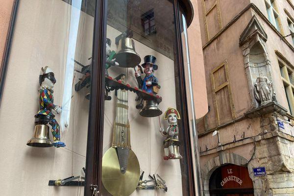 L'horloge Charvet, dite l'horloge aux guignols, installée dans le Vieux-Lyon sur la façade du musée Gadagne...