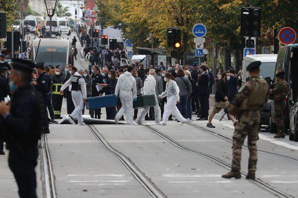 Le quartier aux abords de l'église Notre-Dame est bouclé à Nice après l'attaque terroriste. Le président de la République est attendu en début d'après-midi.