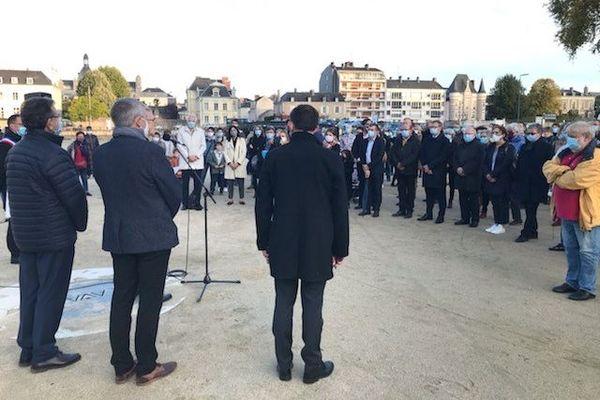 Laval : brève allocution du préfet, et hommage silencieux à Samuel Paty