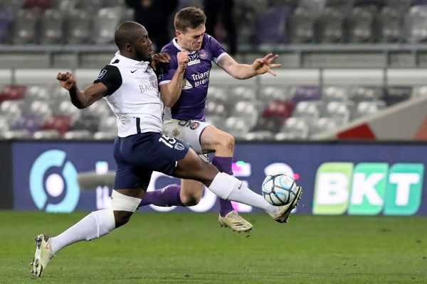 Grâce à une passe décisive de son avant-centre anglais Rhys Healey pour le buteur néerlandais Spierings, le TFC bat le Paris FC 1-0 et monte sur la 2ème marche du podium de Ligue 2.