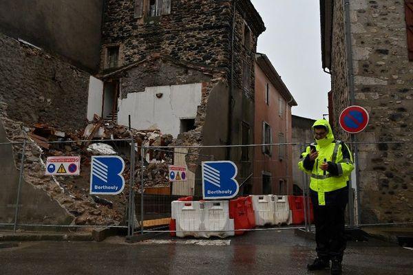 """Lundi 11 novembre, à 11h52, un séisme de magnitude 5,4 sur l'échelle de Richter, s'est produit en Ardèche, à """"26 km au sud-est de Privas"""", a précisé dans un communiqué le Bureau central sismologique Français (BCSF) de Strasbourg. Selon les données du BCSF, aucun séisme aussi fort n'a été constaté en France continentale depuis 2003."""