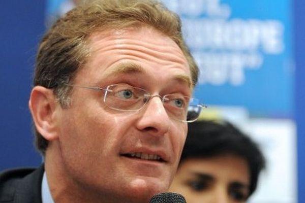 Philippe Juvin est anesthésiste-réanimateur, chef de service des urgences de l'Hôpital Européen Georges Pompidou, maire de La Garenne-Colombes (92) et eurodéputé depuis 2009.