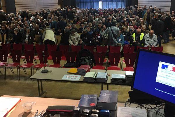 Le tribunal des Prud'hommes de Lyon n'aurait pas pu accueillir les 900 personnes présentes, l'audience se tiendra donc dans cette salle de Rilleux la Pape