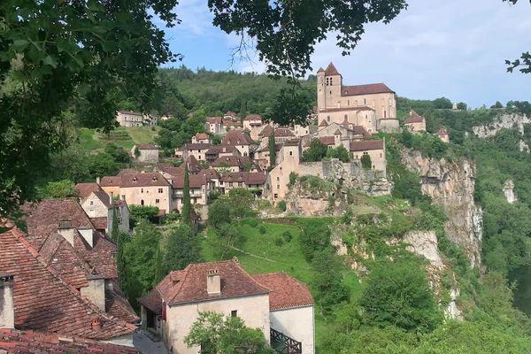 Le village de Saint-Cirq-Lapopie dans le Lot - 2021.