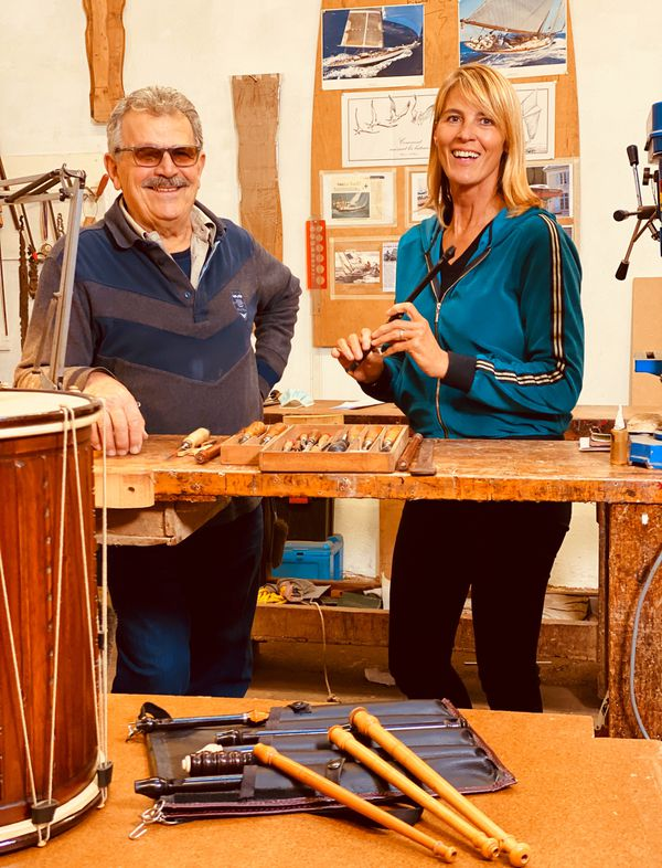 Nathalie et Jean-Pierre Magnan, ébéniste luthier à Orange.