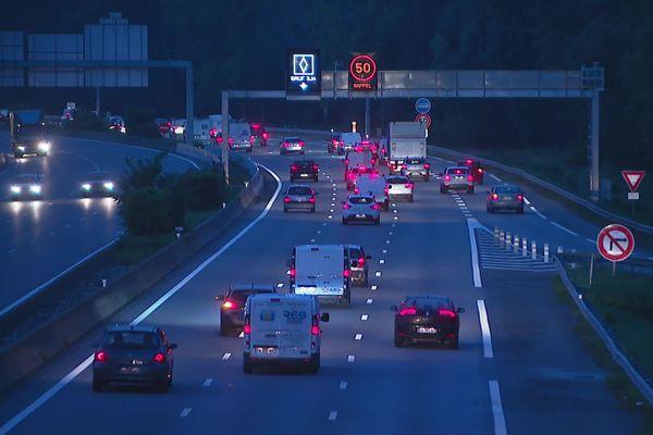 La nouvelle voie de covoiturage a ouvert mercredi matin sur l'A48, au nord de Grenoble.