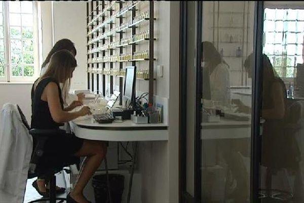 L'implantation à Grasse du géant du luxe coïncide avec le grand retour de Louis Vuitton dans le parfum.