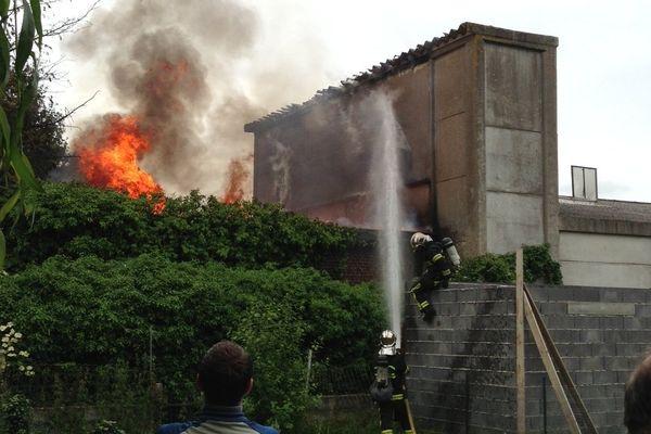 L'incendie a détruit une partie de l'usine désaffectée