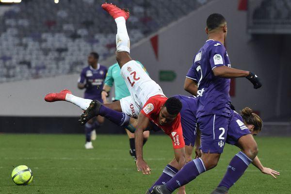 Faux pas de l'AS Monaco, en rouge et blanc, à Toulouse. Les joueurs du Rocher n'ont pas pu faire mieux qu'un match nul 3-3, le 24 février, lors de la 27ème journée de Ligue 1