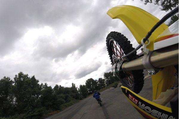 Quand les adeptes des rodéos à moto défient les forces de l'ordre... (image archives)
