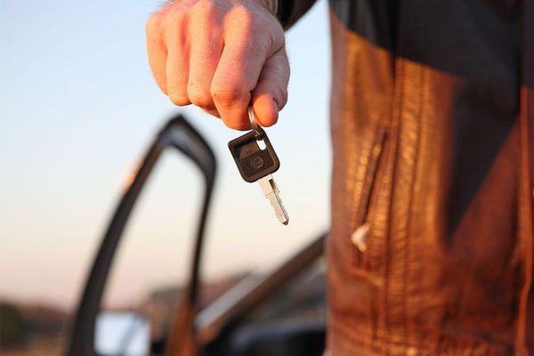 Compteur trafiqué, contrôle technique falsifié, voiture volée : ils se sont fait arnaquer en achetant d'occasion