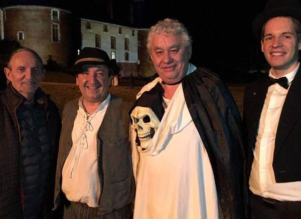 Patrick Zawada, au centre de la photo avec son costume de fantôme, est chef d'équipe depuis 1995.