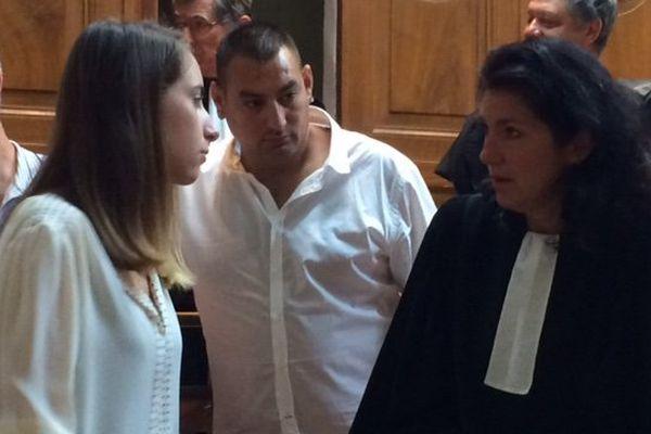 Chloé avec sa famille et son avocate - 15 juin 2016