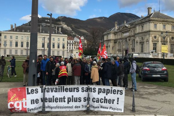 Manifestation à Grenoble pour la régularisation de travailleurs sans papiers