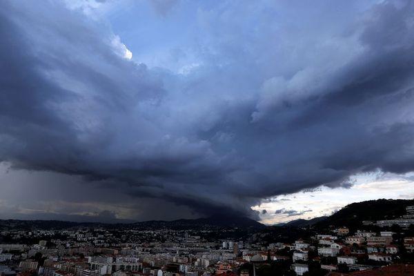 Un orage sur la ville de Nice en juin dernier.