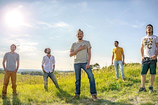Originaires du Périgord, les 5 musiciens vont sortir leur troisième album Esperanza cet automne.