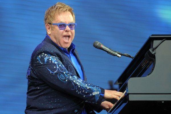 Elton John pendant son concert aux Vieilles Charrues en 2014