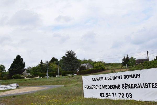Avant d'en venir à l'installation de banderoles, la mairie de Saint-Romain a démarché une centaine d'hôpitaux et six facs de médecines.