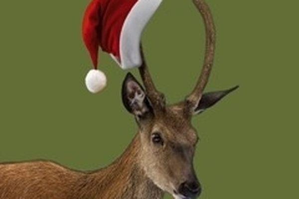 """""""Noël sur la Terre"""" Dimanche 23 à 11h et 15h espace Centre 5 Avenue de Verdun Cagnes sur Mer. L'histoire : Le Père Noël est bouleversé :  il vient de recevoir un cadeau.  C'est la première fois et le voilà tout tourneboulé.  Mais ce n'est pas tout…  Très vite, Kimonette et Feu-Folette, les Soeurs sereines,  découvrent qu'il a été dévalisé par deux malfaiteurs malfaisants. Heureusement, elles ont plus d'un tour de magie contre la méchanceté. Le traîneau sera retrouvé et les cadeaux arriveront à temps pour les enfants. Le Père Noël peut être content. À partir de 3 ans.  Plus d'infos sur : http://bit.ly/R8sUvE"""