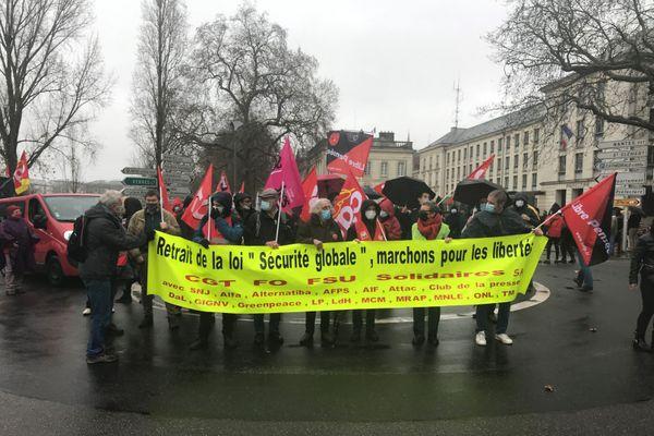 Deux manifestations s'étaient rejointes à Nantes ce samedi.